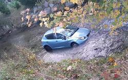 Auf Navi vertraut: Frau versenkt Auto in Fluss