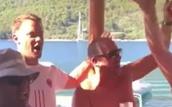 Manuel Neuer grölt Lied von rechter Skandal-Band