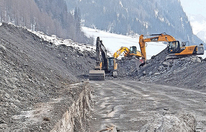 Vals: Nun wird Straße freigeräumt
