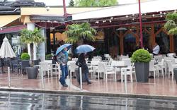 Österreich versinkt im Regen