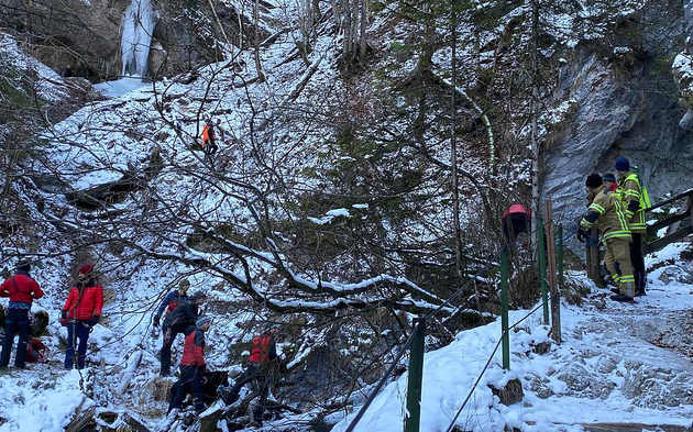 Vermisster Pater tot in Tiroler Klamm entdeckt |Todes-Drama in Stans