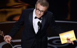 Christoph Waltz überreicht Oscar