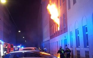 Spektakulärer Zimmerbrand in Wien: Drei Verletzte