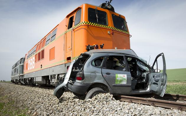 Zug_Auto_Unfall.jpg