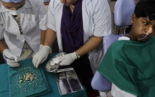 Teenie (17) wurden 232 Zähne gezogen