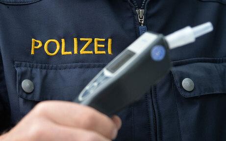 Alkolenker startete Auto vor Polizei: Unfall
