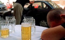 Jeder Zehnte wird alkoholkrank