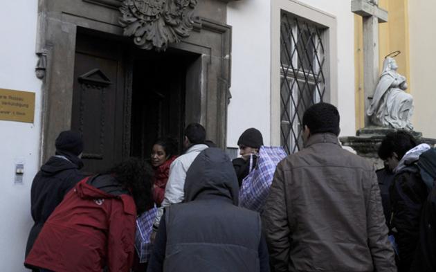 Asylwerber verlassen Votivkirche
