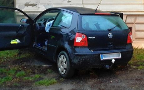 Auto-Lenker crasht in Hausmauer - tot