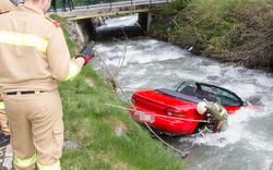 Kurios: Auto landet in der Schwarzach