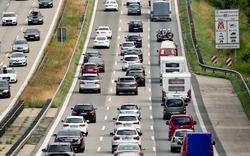 Totalsperre der A8 nach Lkw-Unfall