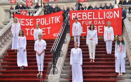 Klima-Rebellen provozieren mit 'Blutbad'