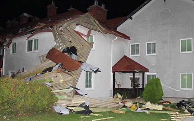 Möllersdorf: Sturm deckt Laufhaus ab