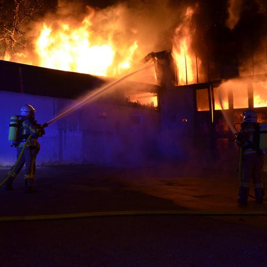 Großbrand in Kunststoff-Fabrik