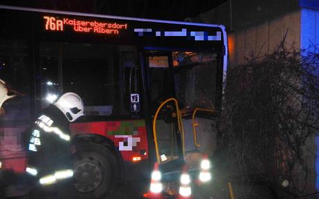 Fahrer kollabiert: Unfall mit Wiener Linienbus