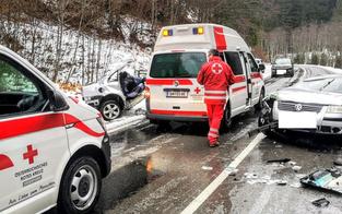 Auto bei Horror-Crash in zwei Teile gerissen