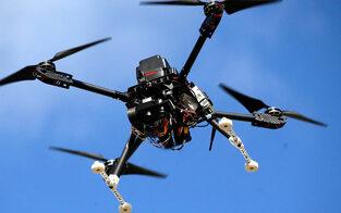 Kurios: Radlerin in OÖ wollte Drohne ausweichen & stürzt