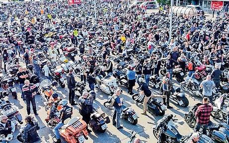 3.000 Biker fuhren in Wien gegen Fahrverbot auf