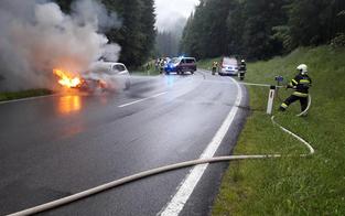 E-Auto fing während der Fahrt Feuer