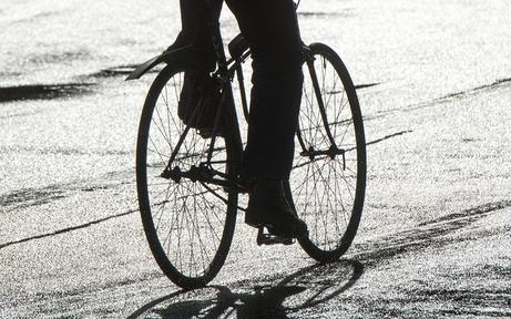 Dieb am Fahrrad langsamer als Polizisten zu Fuß