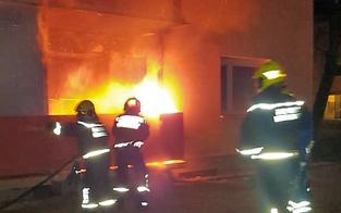 Feuer-Inferno: Meterhohe Flammen in Badener Wohnhaus