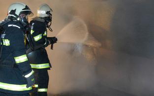 Vier Zimmerbrände innerhalb einer Stunde