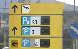 Flughafen-Parken teils teurer als Fliegen