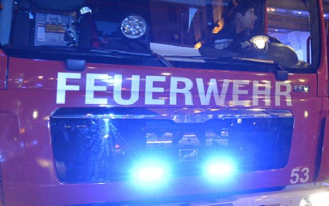 Feuerwehr rettet bewusstlose Person aus Wohnung