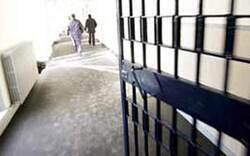 Jugendhäftling mit Besenstiel vergewaltigt