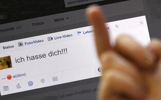 Jetzt drohen Strafen für Facebook, Twitter & Co.