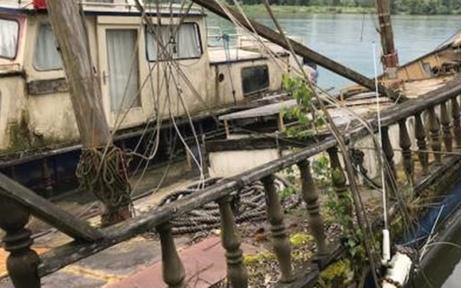 Treibstoff in Donau gelaufen: Ölsperre