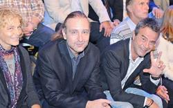 Provoziert FPÖ-Manager mit Kühnen-Gruß?