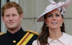 Prinz Harry packt Goodie-Korb für Kate