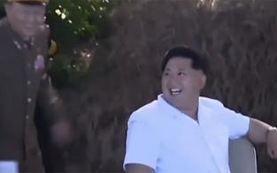Irrer Kim freut sich wie ein kleiner Bub