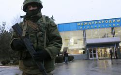 Putin-Soldaten besetzen Krim-Flughafen