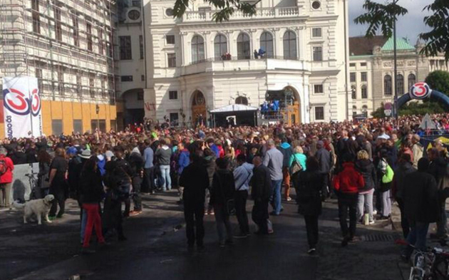 10.000 feiern Conchita Wurst