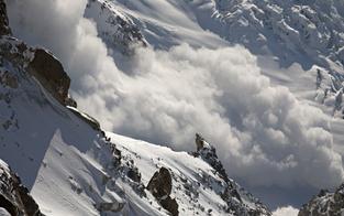 Skifahrer lag 1,5 Stunden unter Lawine