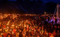 Hunderte bei Lichtermeer für David Lama