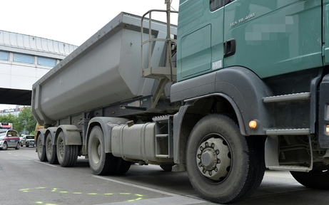 Hunderte Liter Diesel aus Lkw geflossen