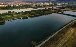 Familie geht in Donau unter - Zeugen retten sie