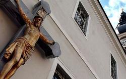 50 türkische Teenies sollen Kirche gestürmt haben
