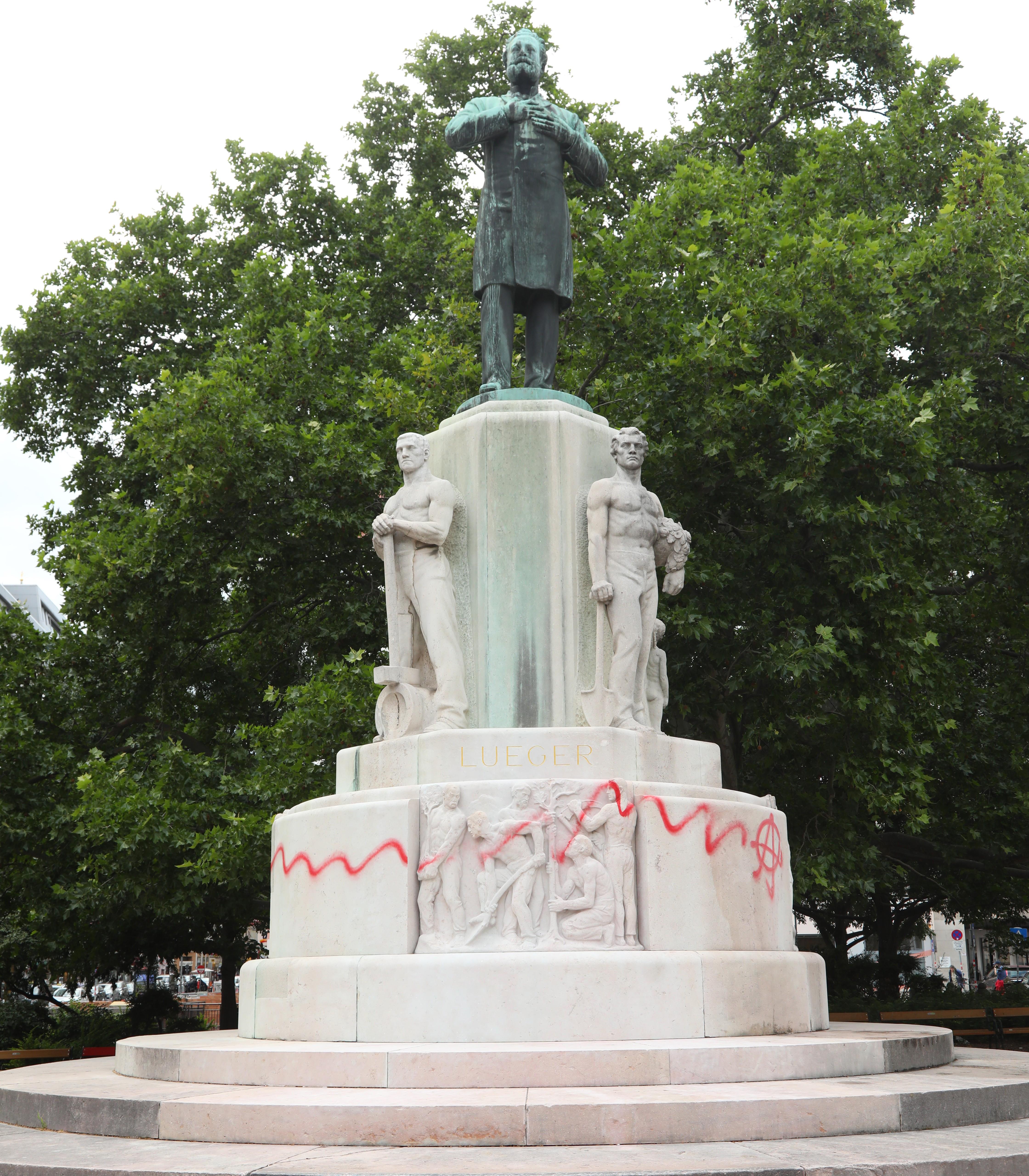 Lueger Denkmal beschmiert