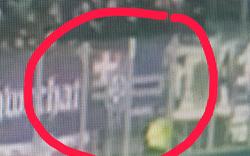 Skandal: Neonazi-Fahne bei Derby