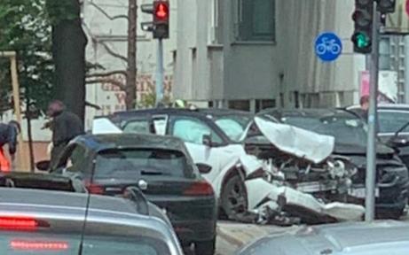 Schwerer Auto-Crash in Wien: Zwei Schwerverletzte
