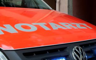Auto prallte gegen Baum: 21-Jähriger tot