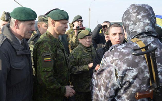 Milizen stürmen ukrainische Militärbasis