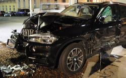 Luxus-Auto auf Kreuzung abgeschossen