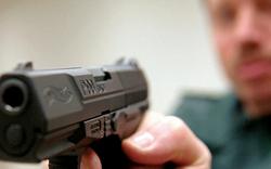 Radfahrer-Ehepaar mit Pistole bedroht