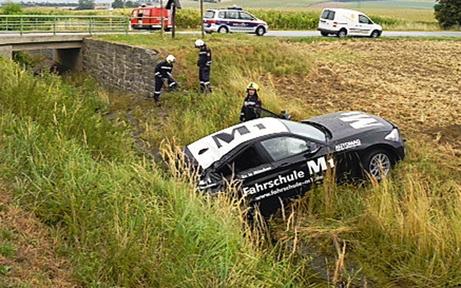 Gestohlene Fahrschul-Autos in Graben gelenkt