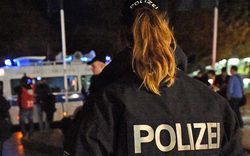 Männer-Bande belästigte 30-Jährige